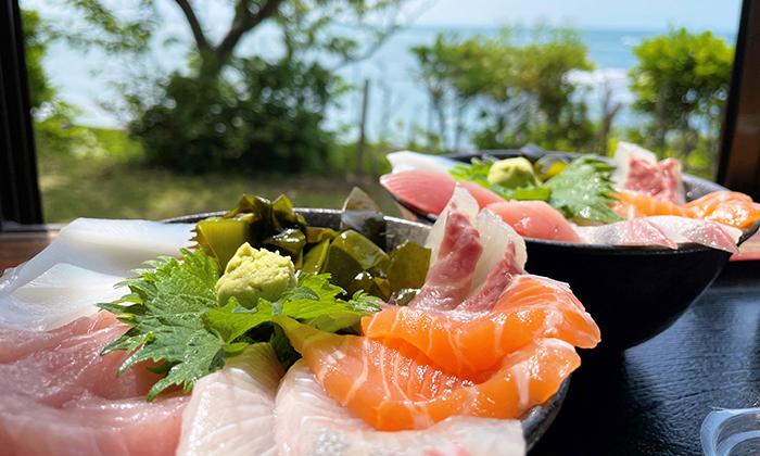 絶品海鮮丼に舌鼓